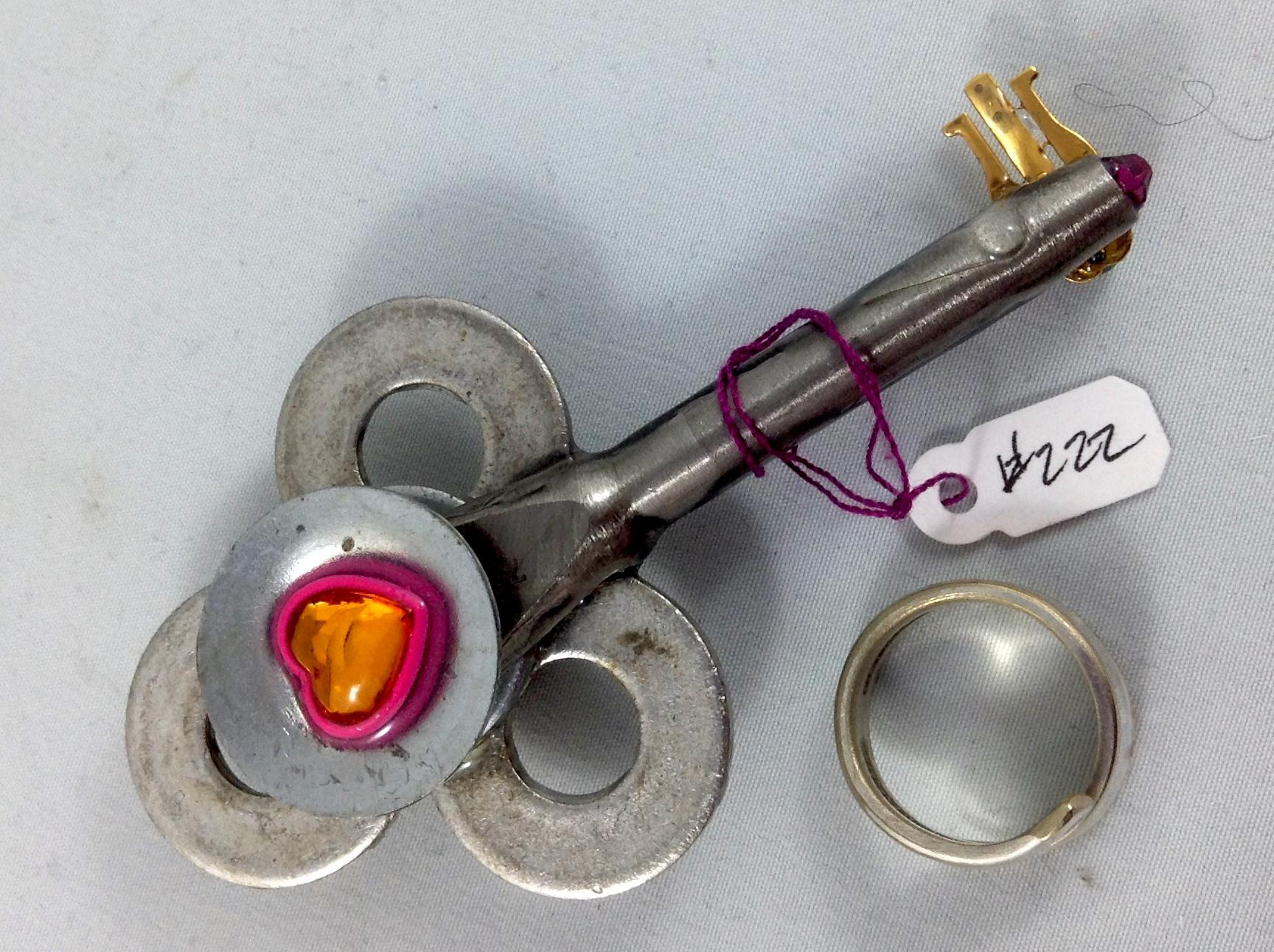 one side key 222