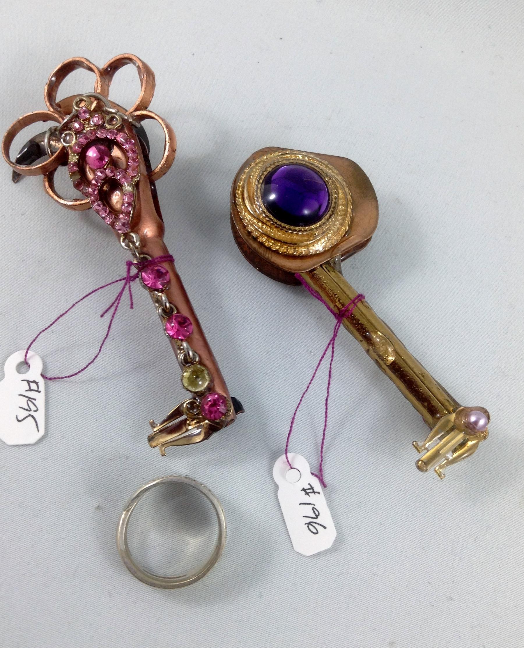 other side keys 195, 196