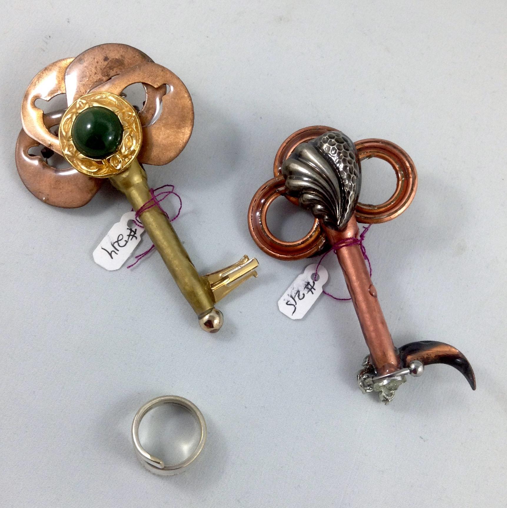 other side keys 214, 215