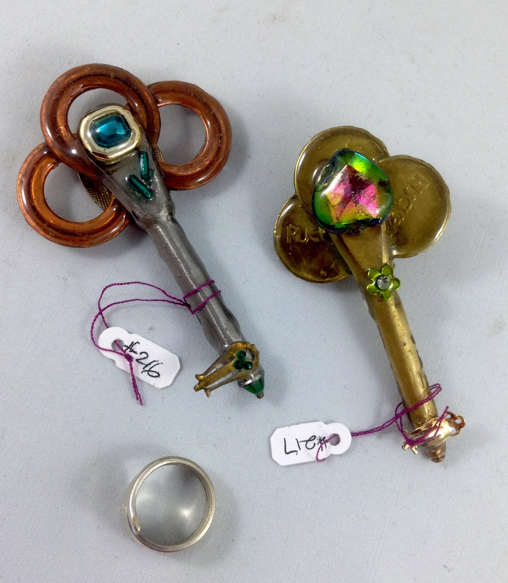 other side keys 216, 217