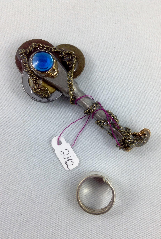 one side key 242