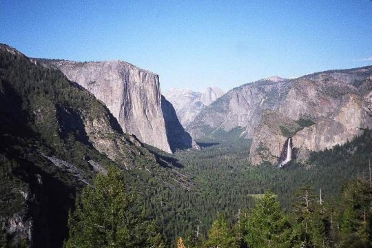 View from Inspiration Point, into Yosemite Valley