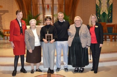 Cindy Marfori '85 receives the Distinguished Graduate Award in January 27, 2019.