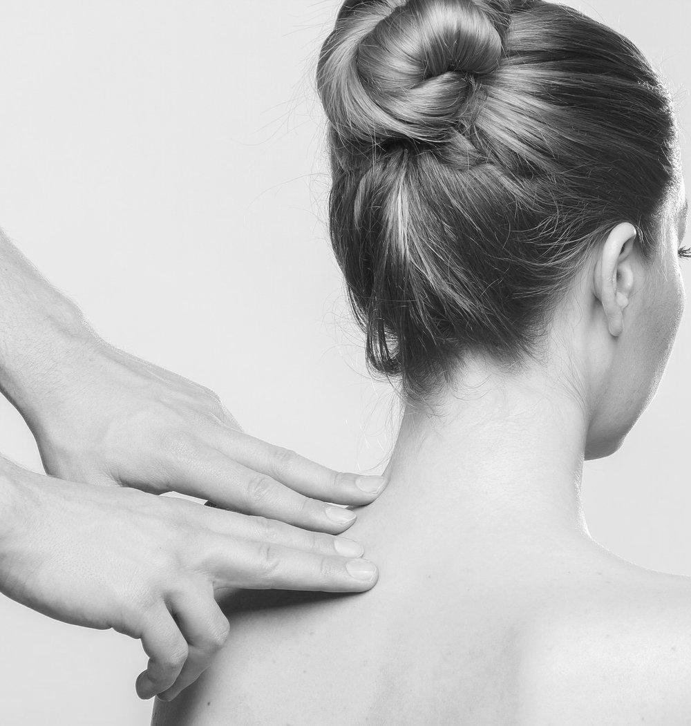 massage-2722936_1920 (1).jpg