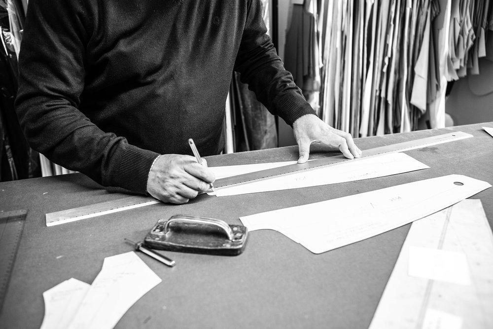 Unser Angebot - Individuelle Produkte statt Massenabfertigung Ihre Marke im Mittelpunkt unseres AuftragsExpertise durch über 2500 vermessene KundenMitarbeiterbekleidung, mit den höchsten Ansprüchen an Passform, Qualität und Design