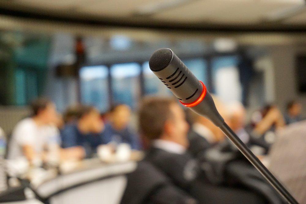 Das Prinzip - Wir organisieren Online-Konferenzen um:- Ihre Kompetenz zu vermitteln.- den Austausch mit Ihrer Zielgruppe (Interessenten und Meinungsbildnern) zu intensivieren.- Qualifizierte Termine zu generieren
