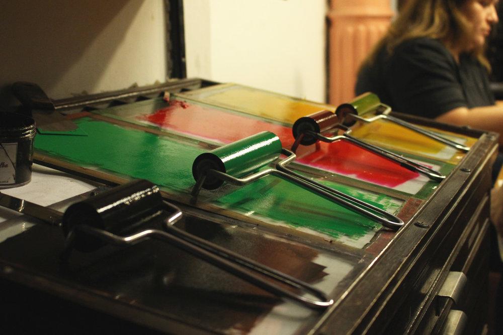 8-xilopress-xilografia-ilustracion-fotopolimeros-grabado-taller-letra-por-letra-papel-principal-letterpress-imprenta-tipografica-1.jpg