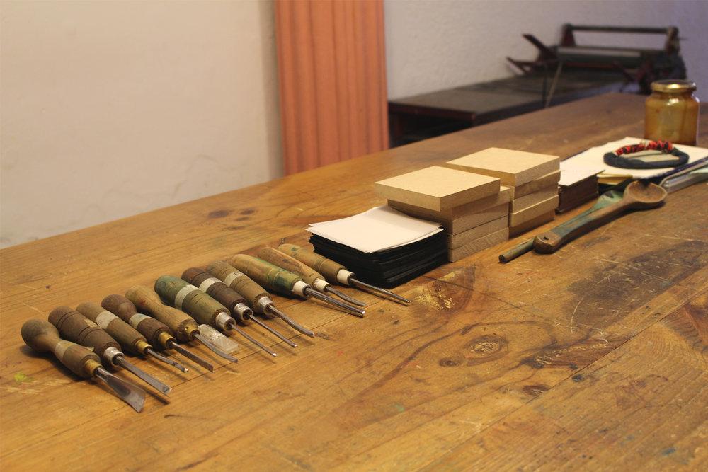 10-xilopress-xilografia-ilustracion-fotopolimeros-grabado-taller-letra-por-letra-papel-principal-letterpress-imprenta-tipografica-1.jpg