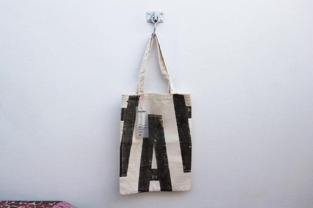 1-tote-bag-tipografico-coleccion-A-papel-principal-letterpress-imprenta-tipografica-artesanal.jpg