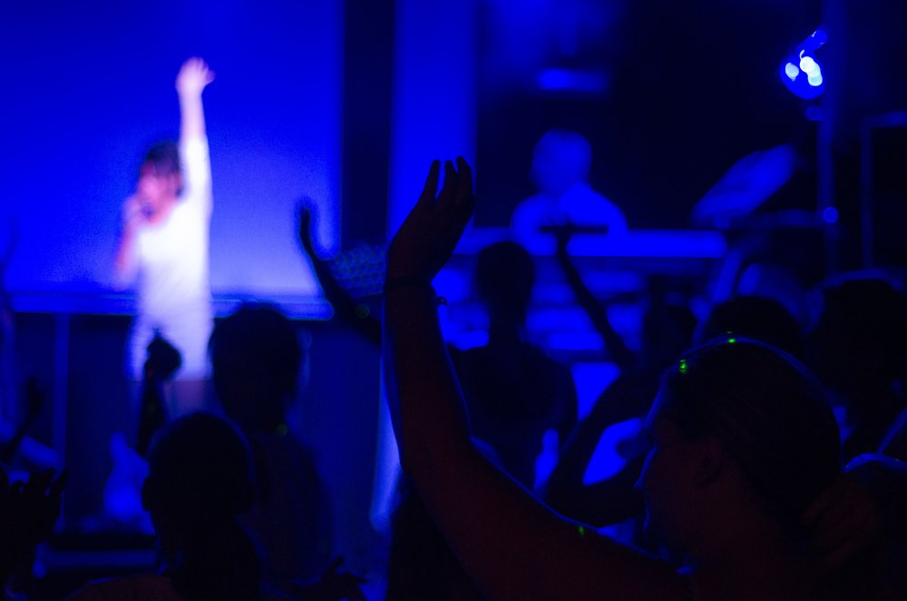 audience-band-blur-597056.jpg