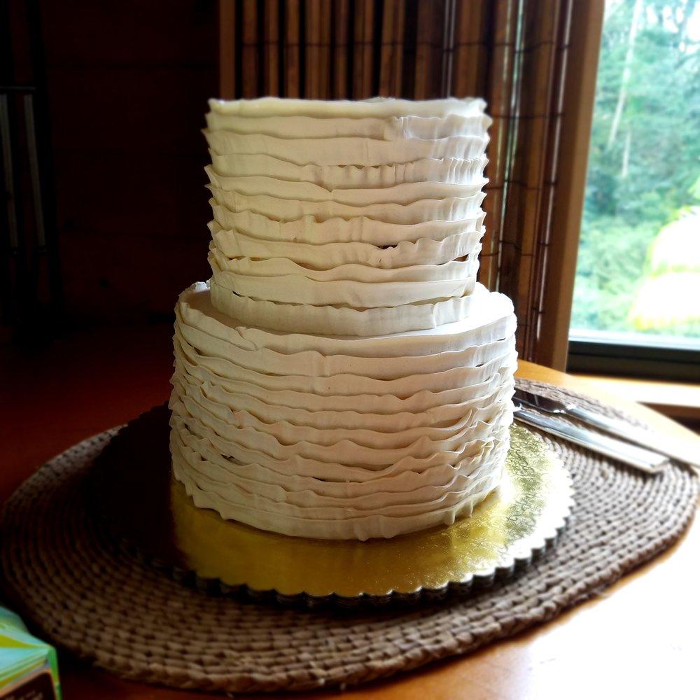 two tier round buttercream ruffled wedding cake Hilo Hawaii Big Island Kailua-Kona