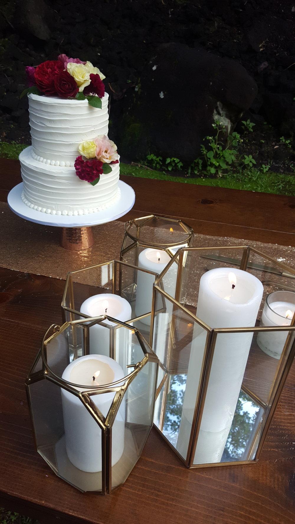 Two tier textured buttercream wedding cake with fresh flowers Hilo Hawaii Big Island Kailua Kona