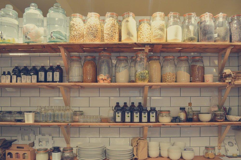shelf-1285186_1920.jpg