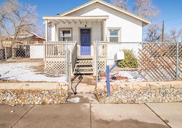 Under contract on this amazing downtown house for our buddy Cory! So many great downtown properties for well under 200k! • • • • • • • • #coloradosprings #coloradospringsliving #coloradoliving #coloradospringslife #coloradosprings #coloradospringsco #csco  #coloradolifestyle #downtowncoloradosprings #my_cosprings #buysellinvest