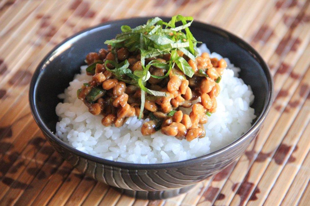 Bol de arroz con Natto