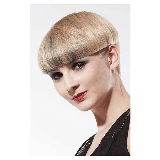 sandra . . . . . . . . . . . . . . . . . .  #nayif #hairstyle #hair #style #hairdo #photography #photooftheday #haircut #hairbrained #art #classic #shorthair #amazing #haircut #work