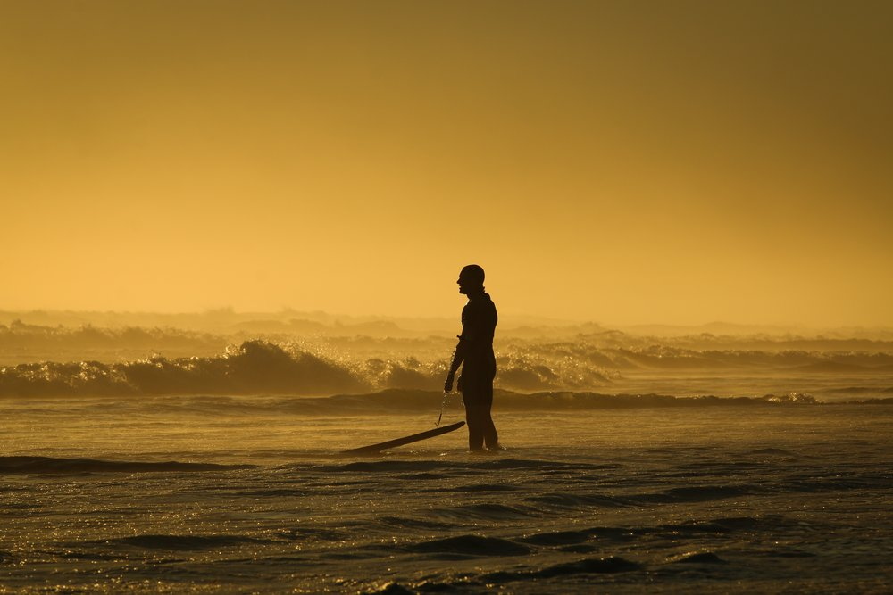 backlit-beach-dusk-147414.jpg