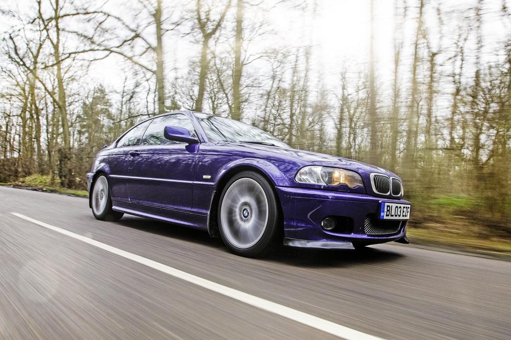 BMW-330Ci-Driving.png