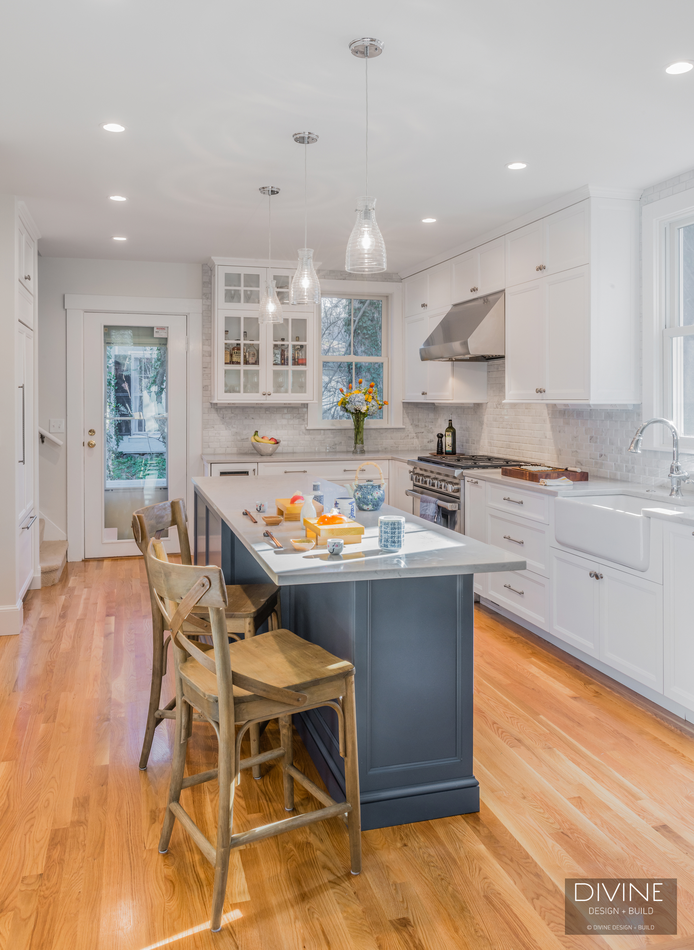a small kitchen with a big feel — divine design+build