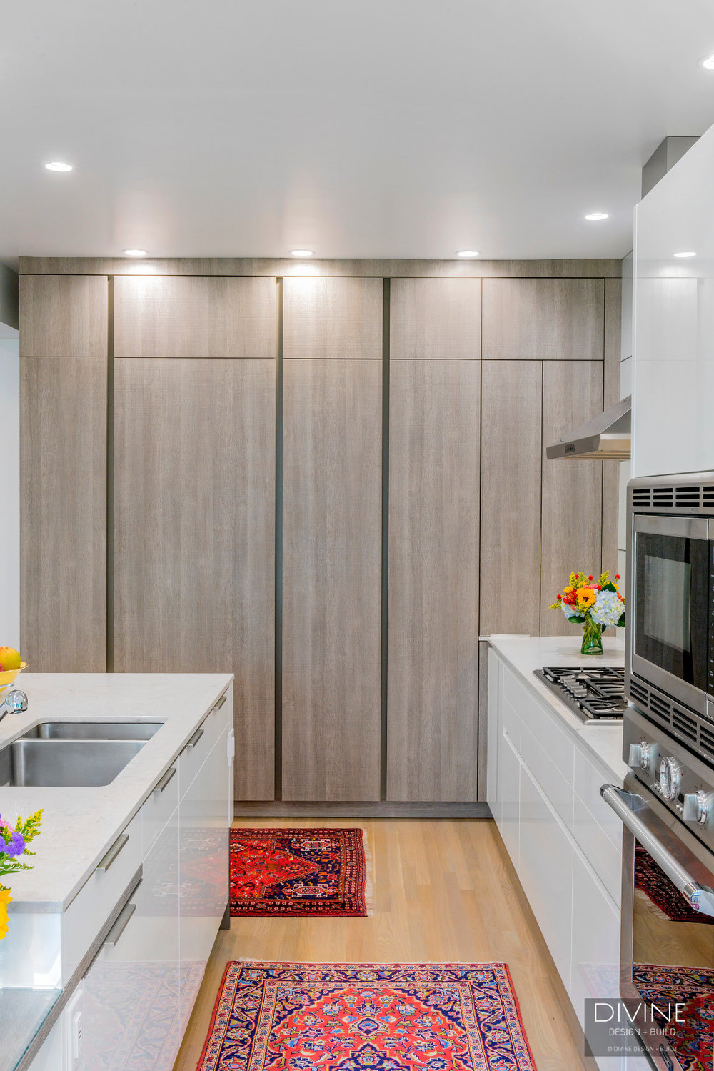 Modern leicht kitchen eclectic details. Colorful furniture and white and grey cabinets. Oak veneer accents and niche shelving. Integrated LEDs