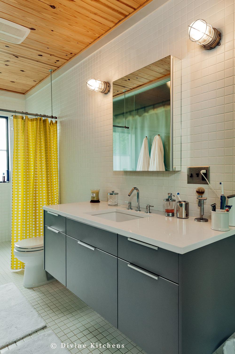 Modern bathroom with leicht floating grey matt vanity. Yellow shower curtain.