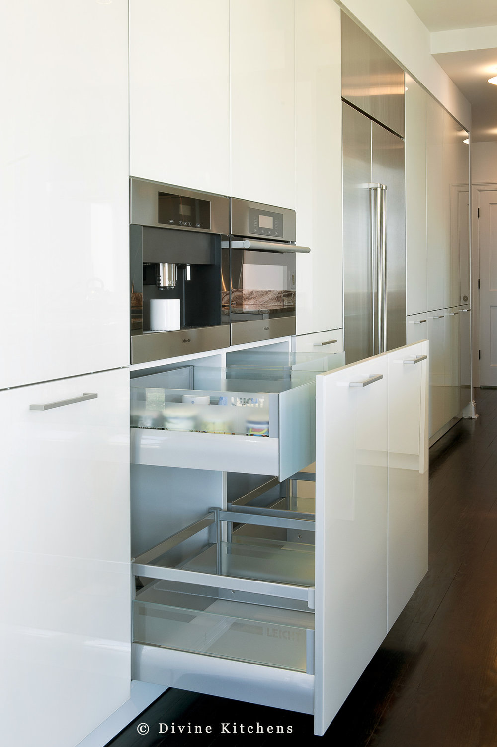 Modern leicht kitchen with high gloss lacquer cabinets. Marble countertops and wolf appliances. Interior drawer organization.