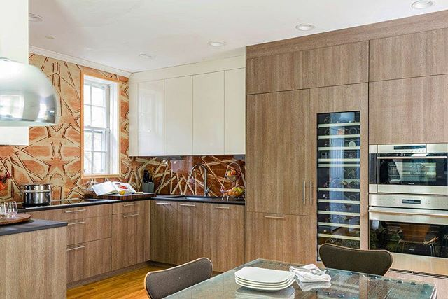 Still loving this #modern @leichtkuechen kitchen in the Bay Village outfitted with @subzeroandwolf appliances.⠀ .⠀ .⠀ .⠀ #designblog #designer #designporn #designideas #decoration #decorating #moderndecor #homedecor #kitchendesign #kitchensboston #livingthedream #lifestyle #lifestyleblogger #bostondesigner #bostonblogger #interior #instahome #instacool #interiuer #interior123 #interioinspo #luxurylifestyle #luxuryblogger #luxurydesign #luxuryhomes #blackandwhite