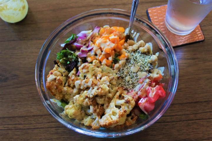 roasted cauliflower salad with dressing