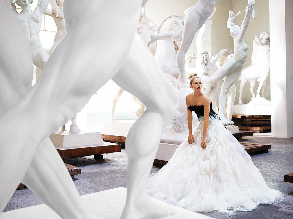 Mario+Testino_Sienna+Miller_Rome_American+Vogue.jpg