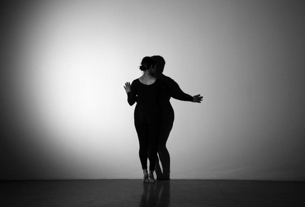 Gina Osterloh, Press and Outline, 2014. 16mm film, silent, 5:30 min. © Gina Osterloh, Courtesy the artist, Ghebaly Gallery, Los Angeles; Higher Pictures, New York; and Silverlens, Manila.