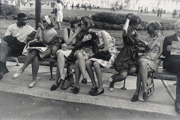 Garry Winogrand - New York World's Fair, 1964 - San Francisco Museum of Modern Art, gift of Dr. L. F. Peede, Jr. © The Estate of Garry Winogrand, courtesy Fraenkel Gallery, San Francisco