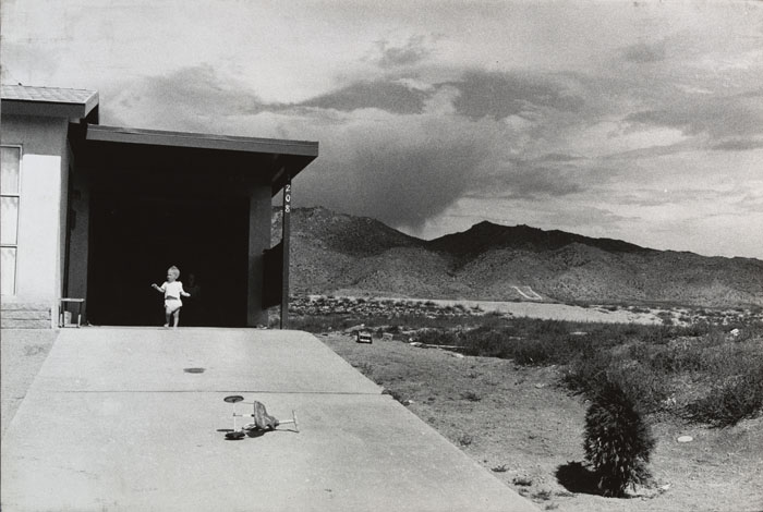 Garry Winogrand - Albuquerque, 1957 - The Museum of Modern Art, New York, purchase. © The Estate of Garry Winogrand, courtesy Fraenkel Gallery, San Francisco. Digital image : © The Museum of Modern Art, New York, Photo Scala, Florence