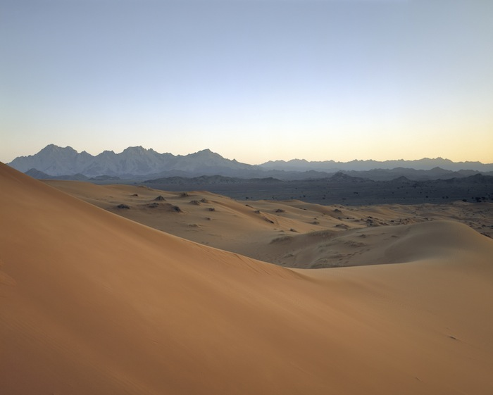1_Desert+and+mountains+between+Hatta+and+Al+Ain.jpg