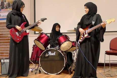 Emirati+all+girl+rock+band.jpg
