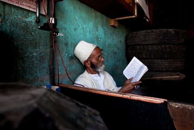 © Katarina Premfors - Reading in Kashmir - Kashmir, India 2010