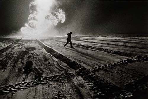 Sebastião Salgado, Oil Wells, Kuwait 1991 ( Estimate: $6,000 - 7,000, AED 22,000 - 26,000)