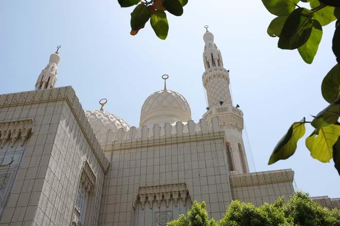 Antonie+Robertson_Ramadan_Jumeirah+Mosque+1.jpg