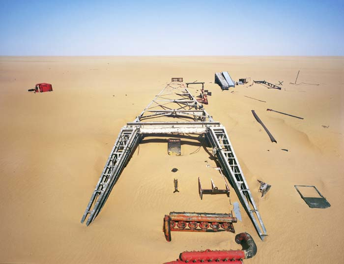 Texaco's drilling station abandonned in the 60's because the oil was too deep under the ground. Northern Niger, 2010 © Philippe Dudouit