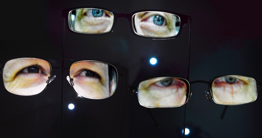 Ann Bartges,  Glasses , 2015, video projection, glasses