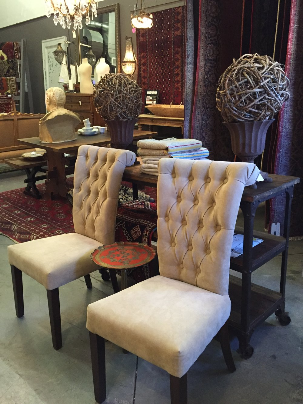 Velbet Tufted Dining Chairs. (2).JPG