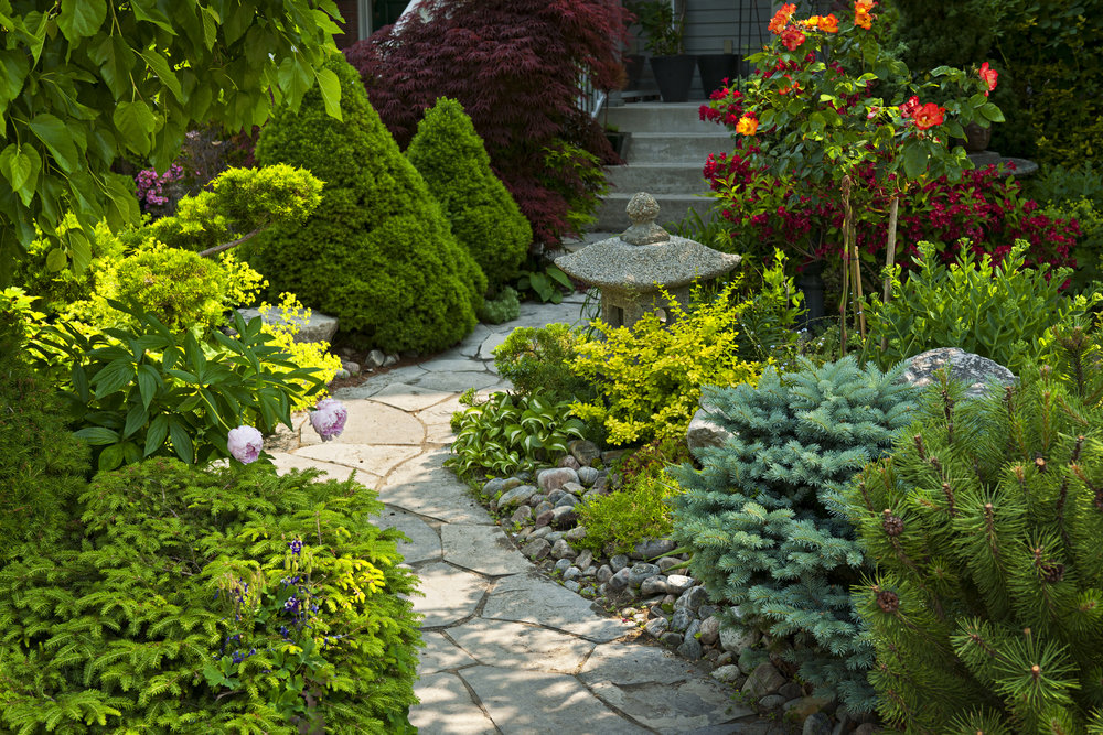 STONE WORK & RETAINING WALLS  From flower bed borders to yard border walls, we can construct stone or wood retaining walls with the material of your choice.