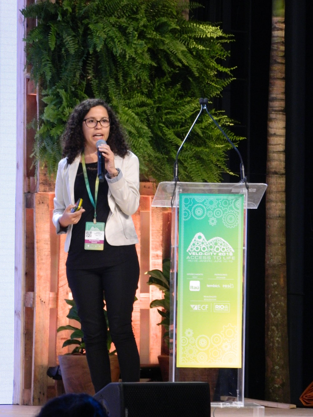 Leticia Quintanilha addresses work on bicycle-subway integration in Rio de Janeiro