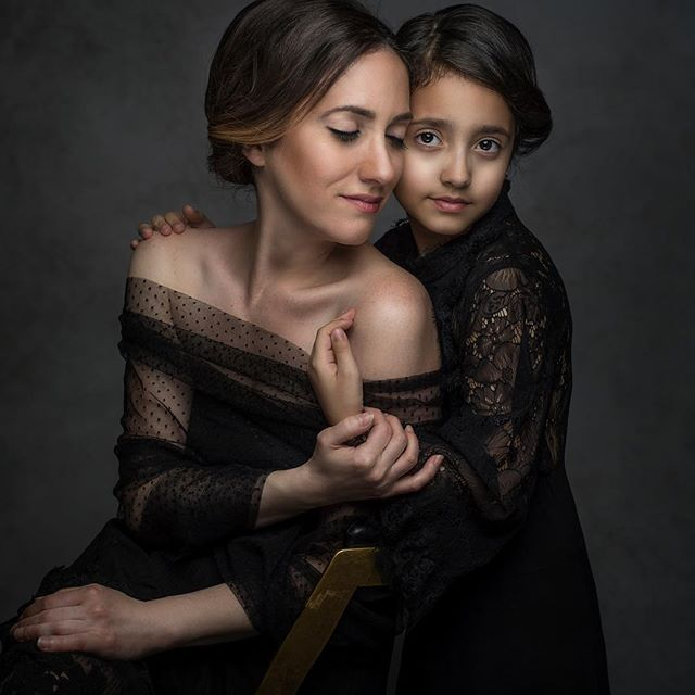 Exist in photos. Do it for yourself, and for the daughter who walks in your shoes. Show her that you, too, are worthy of being in a beautiful portrait that will outlive you. There aren't enough words that can express how much I love this legacy portrait of Aviv and I by the incredible @magi_sienn 🖤🖤🖤 hair and make up by my talented stylist @artofbeautybycandice  #motherdaughter #existinphotos #hoboken #englewoodnj #njmom