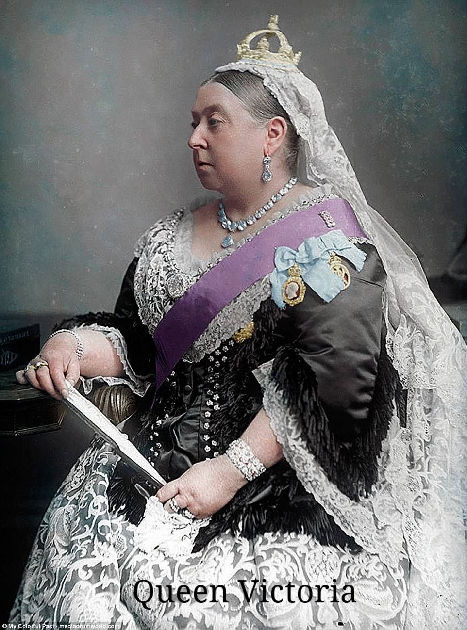 Queen_Victoria_and_an_entourage_of_25_comprised_the_audience_sit-a-41_1497948709143 (1).jpg