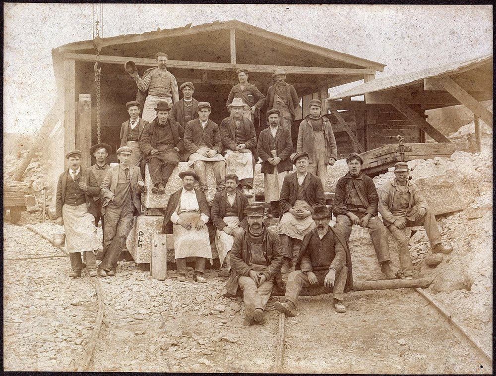 Ouvriers de la carrière Beattie - Connecticut - vers 1890 - source:  histoire du Connecticut - site officiel de la ville de Brandford