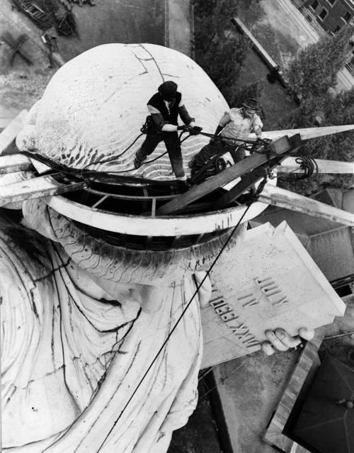 Montage de la statue de la Liberté- 1886 - Source: nps.gov
