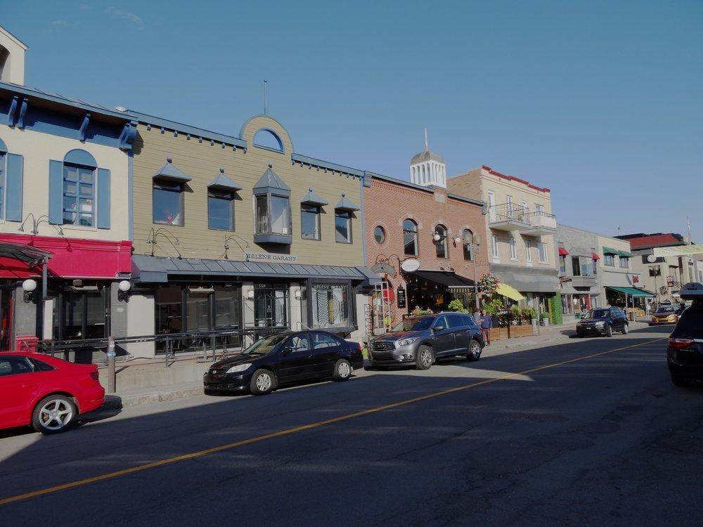 Avenue Maguire - Restos, petits commerçants