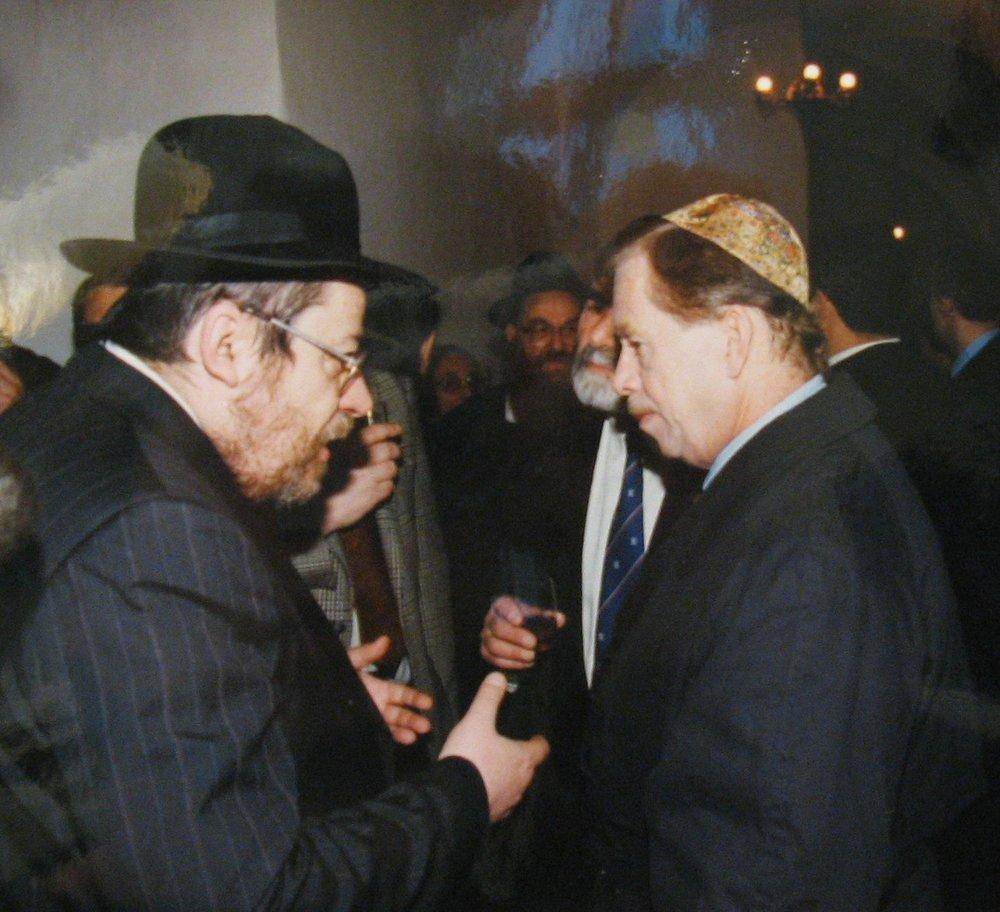 Chief Rabbi of Prague, Karol Sidon, in conversation with Václav Havel