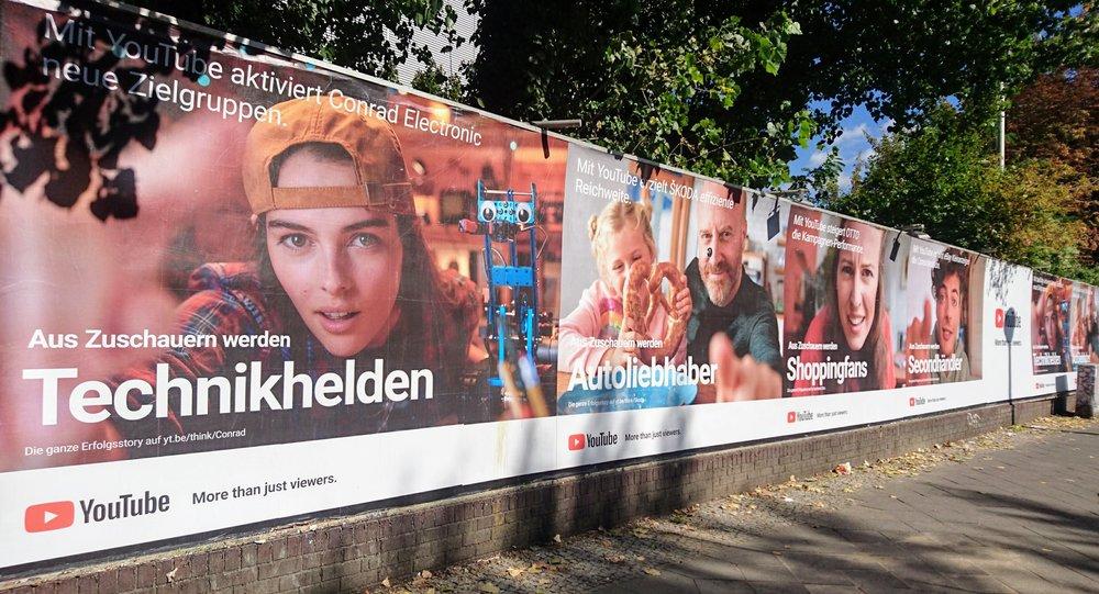 YouTube Plakate beim Veranstaltungsort