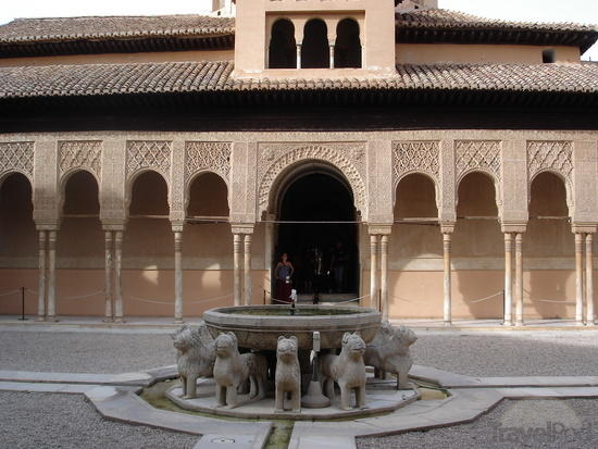 alhambra-fountain-inside-the-main-palace-quejana.jpg